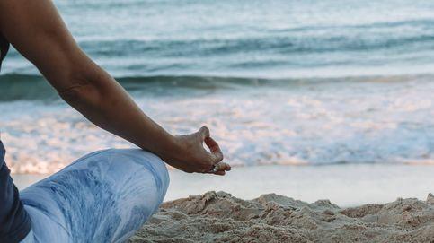 Descubre las posturas de yoga que pueden ayudarte a dormir mejor