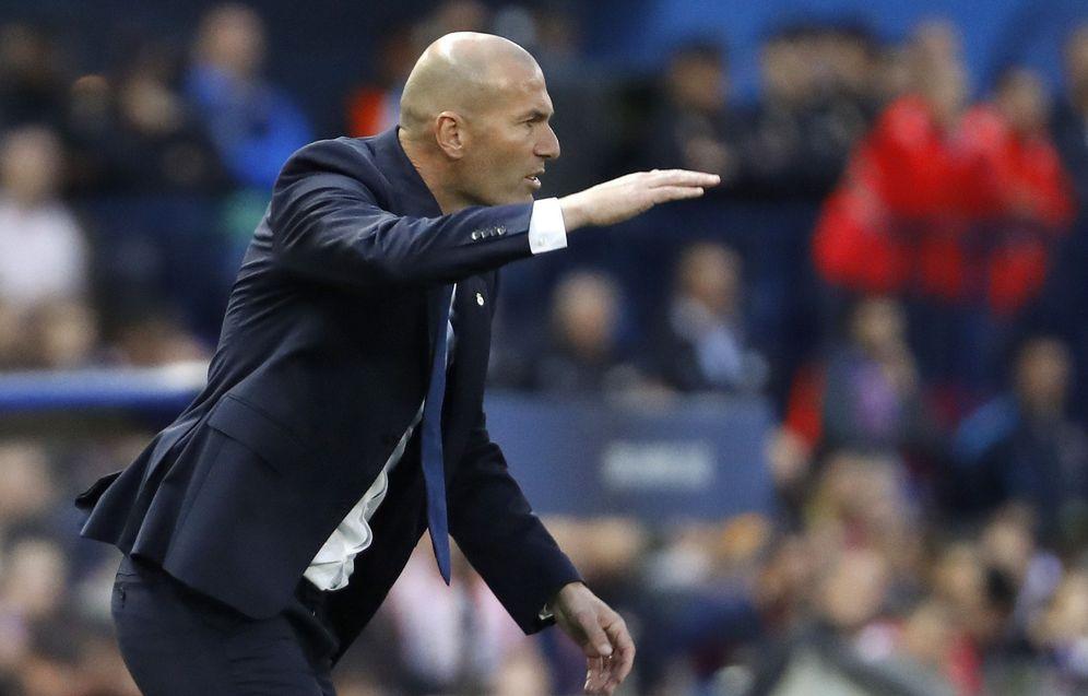 Foto: Zidane, entrenador del Real Madrid, durante el partido del Calderón. (EFE)