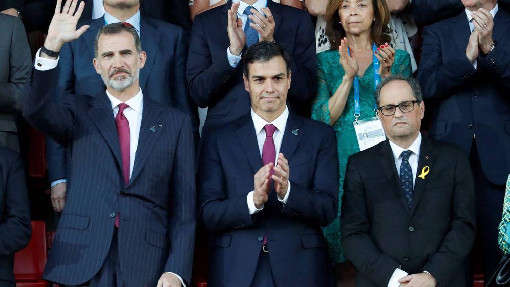 Foto: El Rey Felipe VI junto al presidente del Gobierno Pedro Sánchez (c), y el presidente de la Generalitat Quim Torra (d), durante la inauguración de los XVIII Juegos Mediterráneos. (EFE)