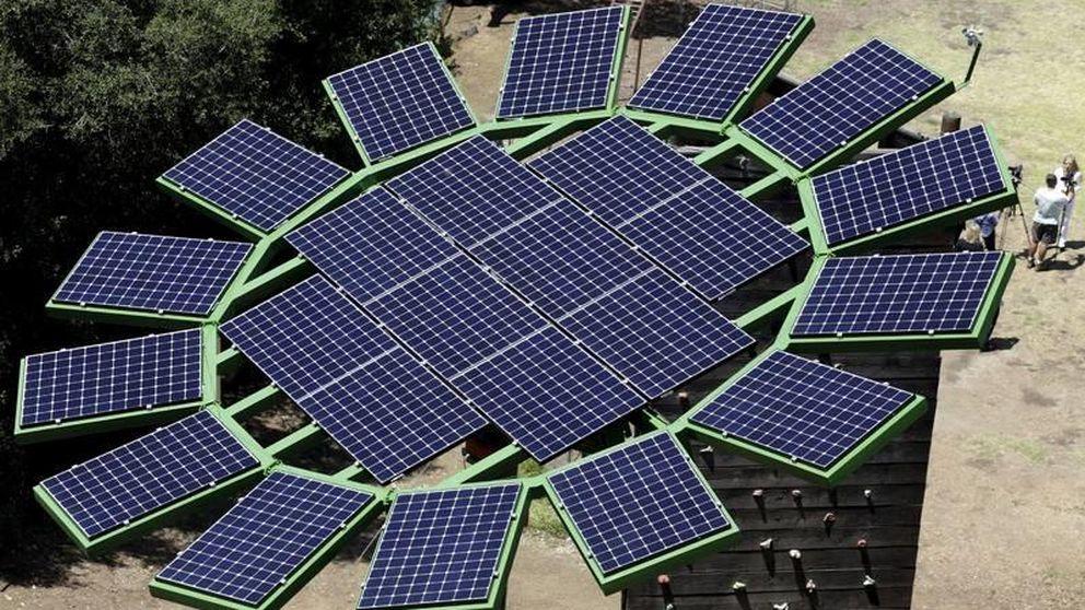 Medio Ambiente El Panel Solar Con Forma De Girasol Abre