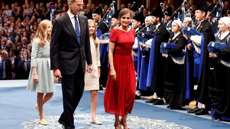 Felipe y Letizia, junto a la princesa Leonor y la infanta Sofía. (EFE)