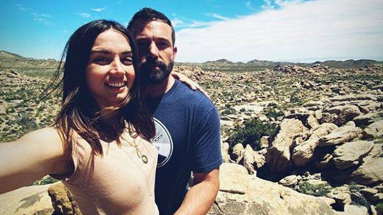 Ana de Armas y Ben Affleck, en la imagen 'oficial' que confirmó su noviazgo. (Instagram)