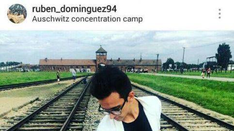 Las polémicas fotos de un participante de '¿QQCCMH?' a lo 'it boy' en Auschwitz