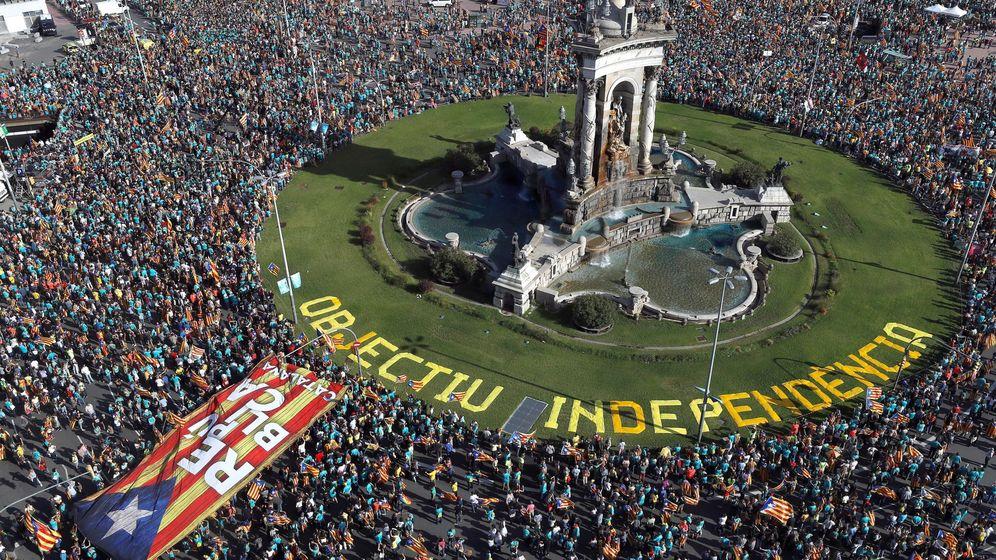Foto: Manifestación independentista convocada este miércoles por la Asamblea Nacional Catalana con motivo de la Diada. (EFE)