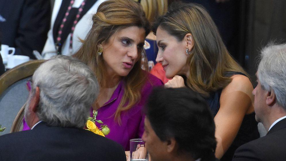 Foto: La Reina y Dina de Jordania compartiendo confidencias. (Gtres)