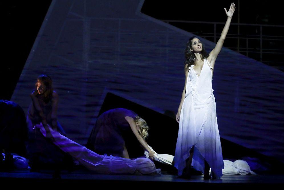 Foto: Pase de la obra 'Troyanas de Eurípides' de Carme Portaceli en el Teatro Español. (EFE)