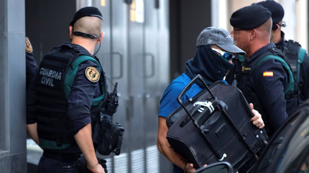 Foto: Registro que los agentes de la Guardia Civil. (EFE)