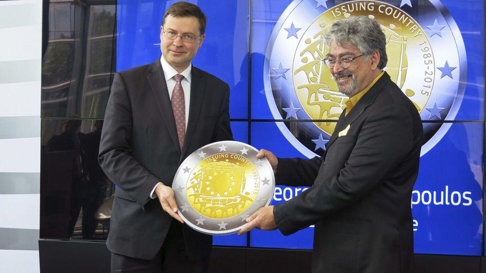 Foto: Una moneda diseñada por el Banco de Grecia gana en el aniversario de la bandera de la Unión Europea. (EFE)