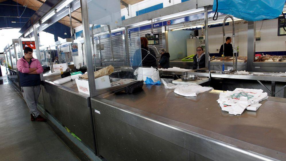 Foto: Comerciantes del mercado central de Ferrol. (EFE)
