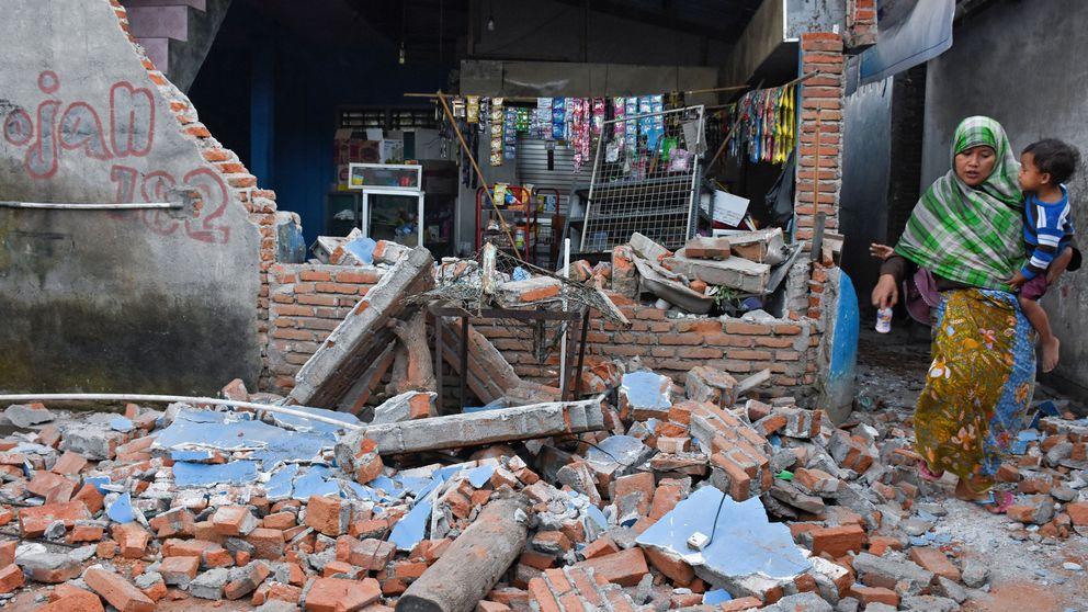 Más de 90 muertos, edificios derrumbados... el terremoto de Indonesia, en imágenes