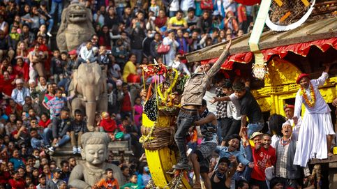 Nepal inicia las celebraciones del año nuevo y Canaletto en Roma: el día en fotos
