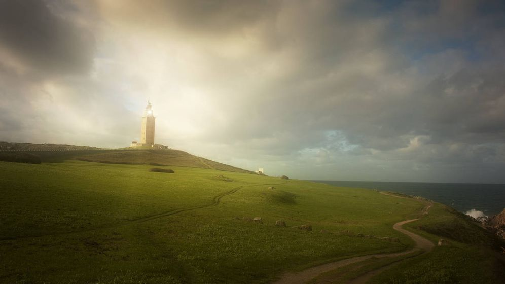 Foto: La torre de Hércules, uno de los signos de identidad coruñeses. (iStock)