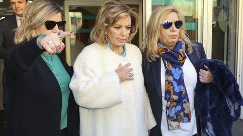 María Teresa Campos abandona el hospital arropada por Terelu y Camen Borrego