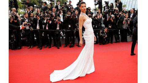 Festival de Cannes 2017: una segunda velada muy sexy en la que Adriana Lima sugiere y Petra Nemcova enseña