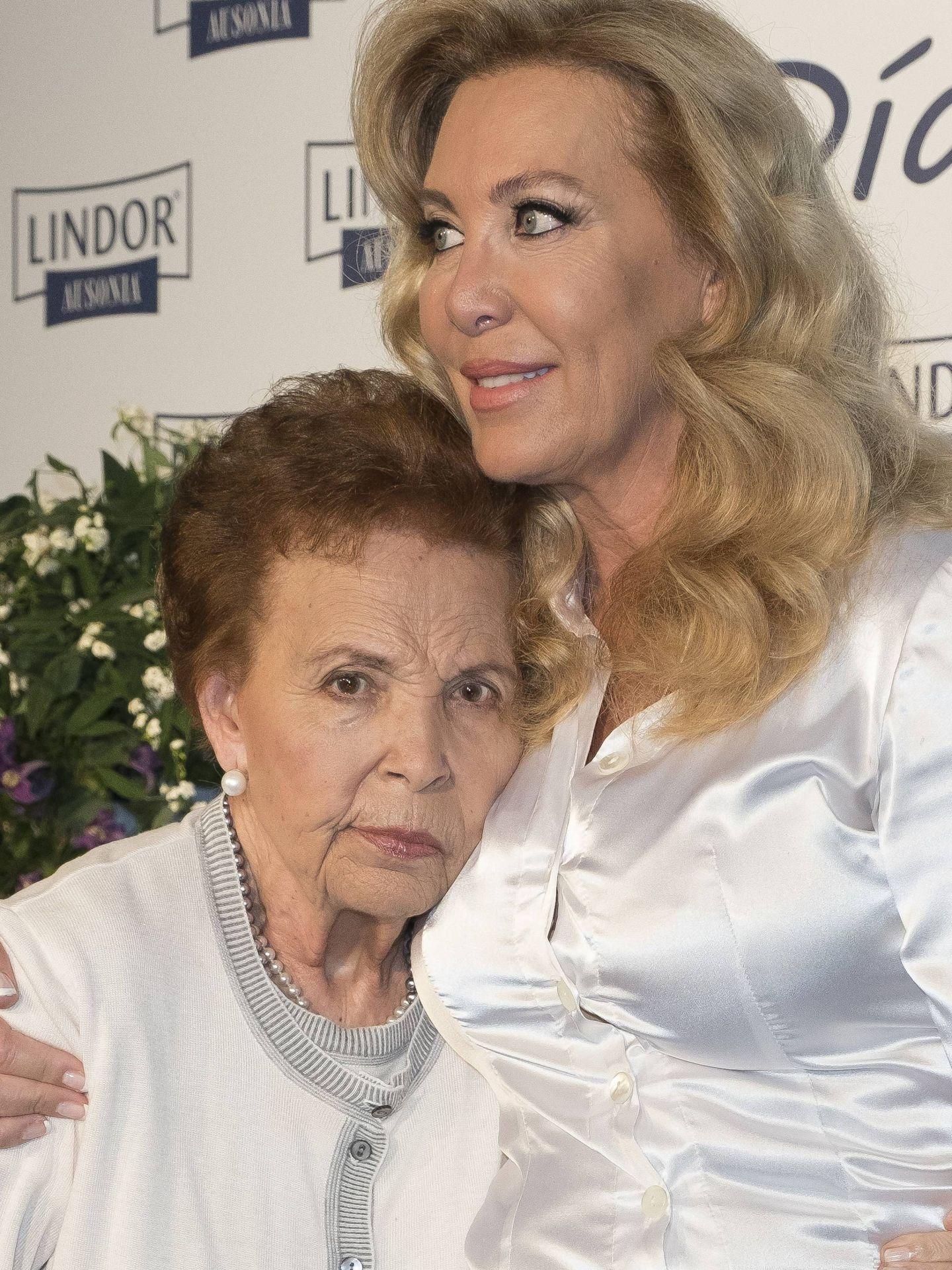 Norma Duval con su madre en 2016.(CP)