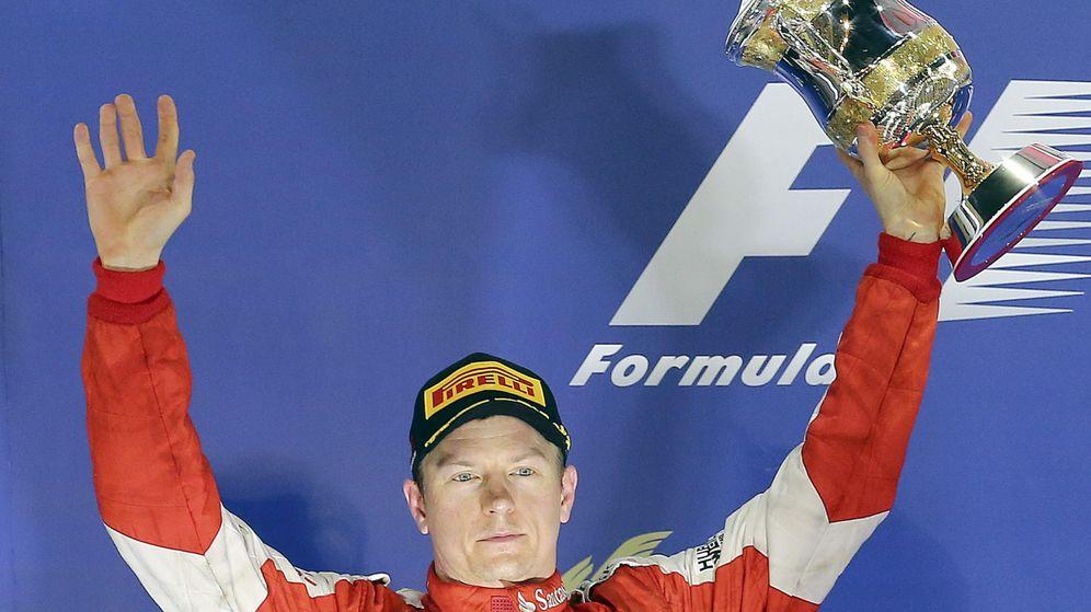 Foto: Kimi Raikkonen en el podio del Gran Premio de Bahréin (Efe)