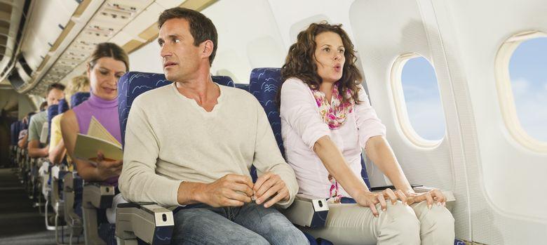 Foto: Los viajes aéreos pueden ser un infierno si tenemos la mala suerte de sentarnos junto a un 'pasajero rebelde'. (Corbis)