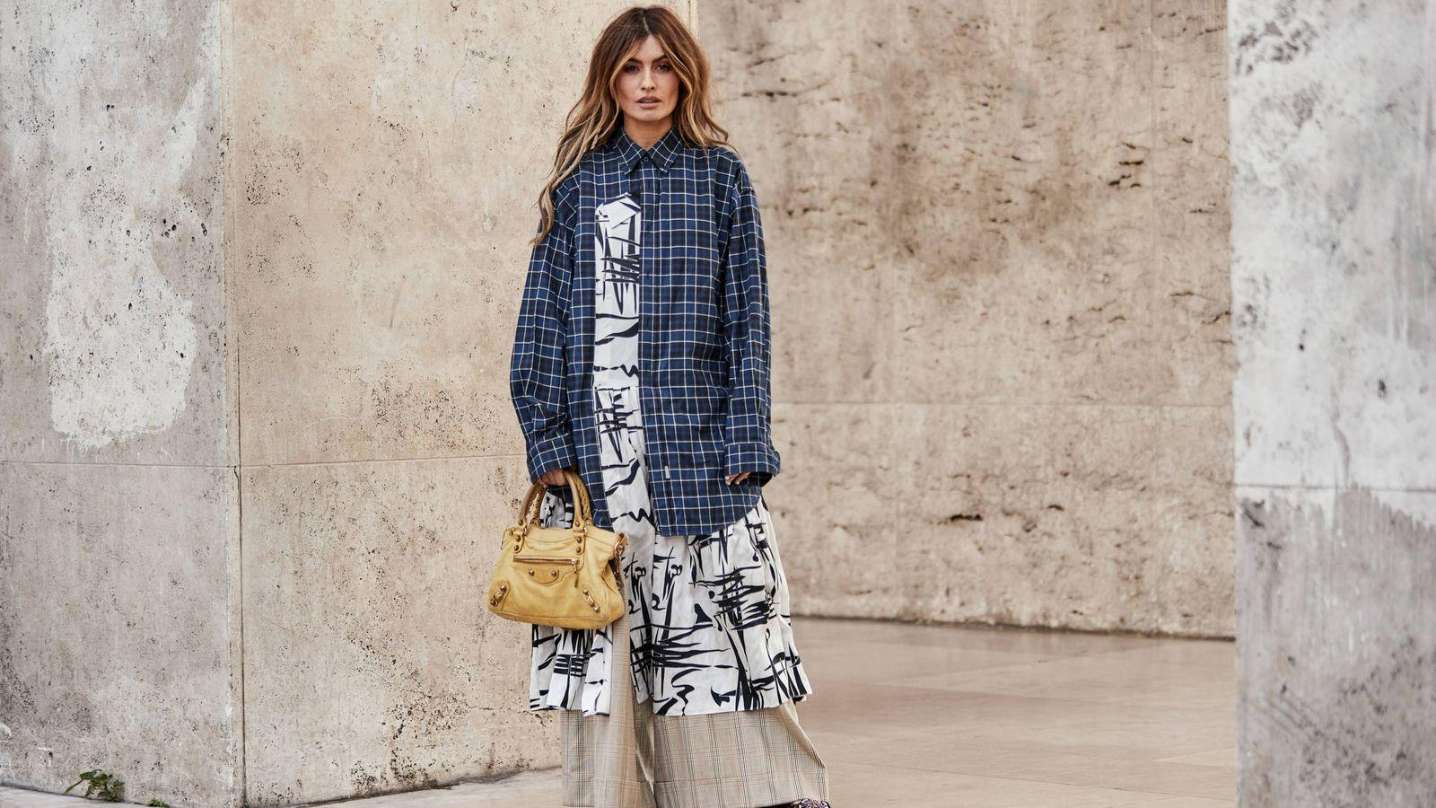 Foto: La influencer Madame de Rosa en París con un look que representa al 100% esta tendencia. (Imaxtree)