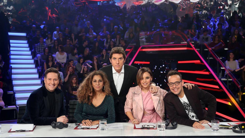 Foto: Manel Fuentes con el jurado de 'Tu cara me suena' en su Gala 11 (Atresmedia)