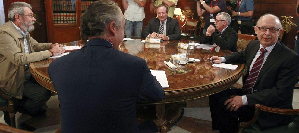 Foto: Montoro se reúne con patronal y sindicatos. (EFE)