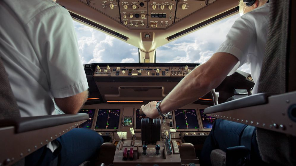 Foto: ¿Y si el piloto y el copiloto caen enfermos a la vez? (iStock)