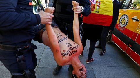 Activistas de Femen irrumpen en el acto de cierre de campaña de Vox en Madrid