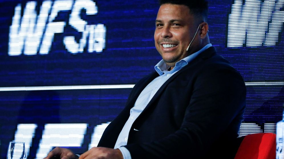 Foto: Ronaldo Nazario, sonriente, durante la presentación de un acto. (Efe)