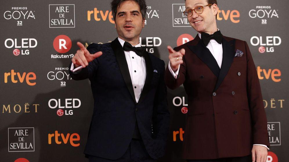 Foto:  Los humoristas y presentadores de la gala Ernesto Sevilla (i) y Joaquín Reyes. (EFE)