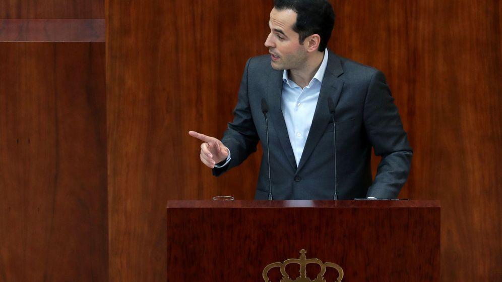 Foto: El portavoz de Ciudadanos, Ignacio Aguado, durante un pleno extraordinario de la Asamblea de Madrid. (EFE)