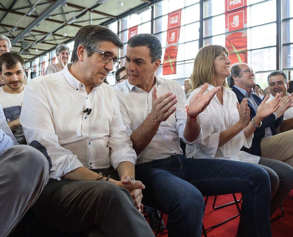 Foto: Patxi López y Pedro Sánchez, el pasado 11 de junio en un acto de campaña de las generales del 26-J en Durango, Bizkaia. (EFE)