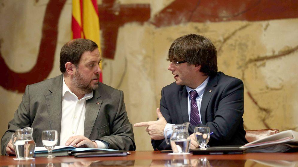 Foto: El presidente de la Generalitat, Carles Puigdemont, y su vicepresidente, Oriol Junqueras. (EFE)