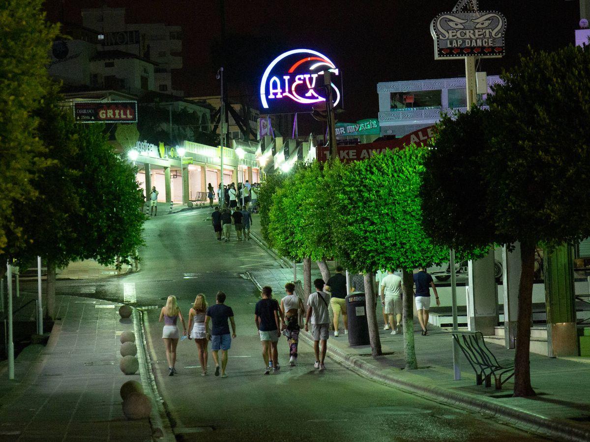 Foto: La calle Punta Ballena, cerrada y casi vacía en la madrugada del jueves. (David Brunat)