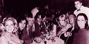 Foto: Torremolinos chic (I): una Kalaschnikoff, musa de Salvador Dalí