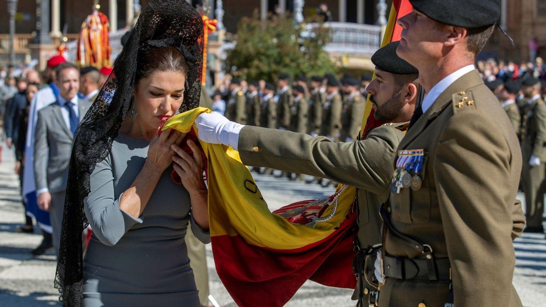 Raquel Revuelta, jurando bandera en Sevilla. (EFE)