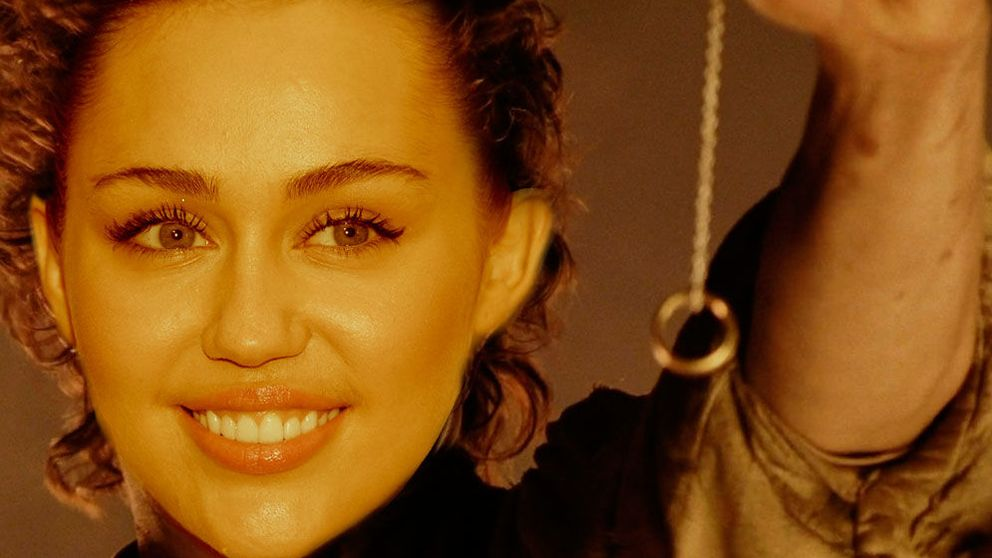Miley y el poder del anillo: vuelve a estar a un paso de ser la cuñada de Pataky