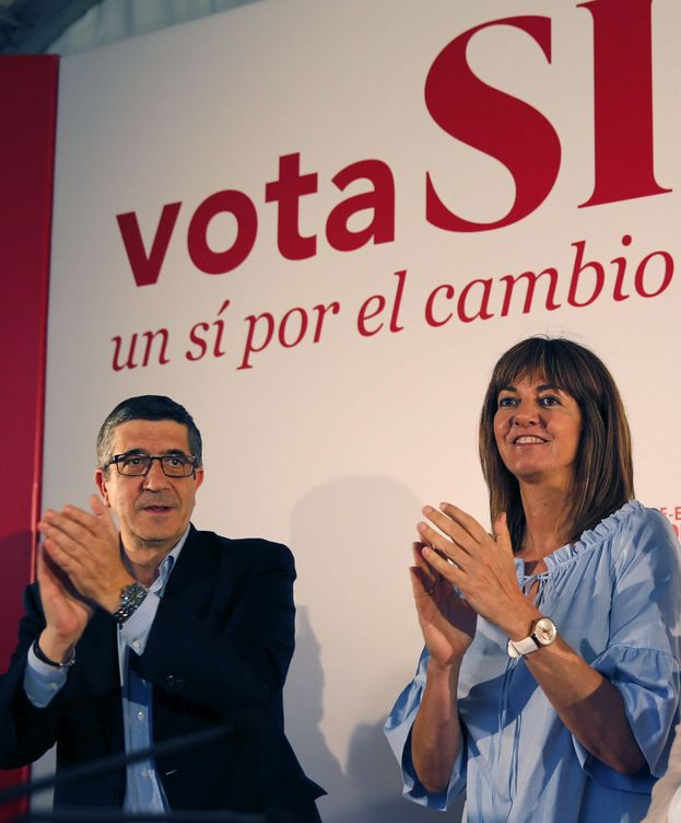Foto: Patxi López, durante un mitin electoral junto a Idoia Mendia. (EFE)