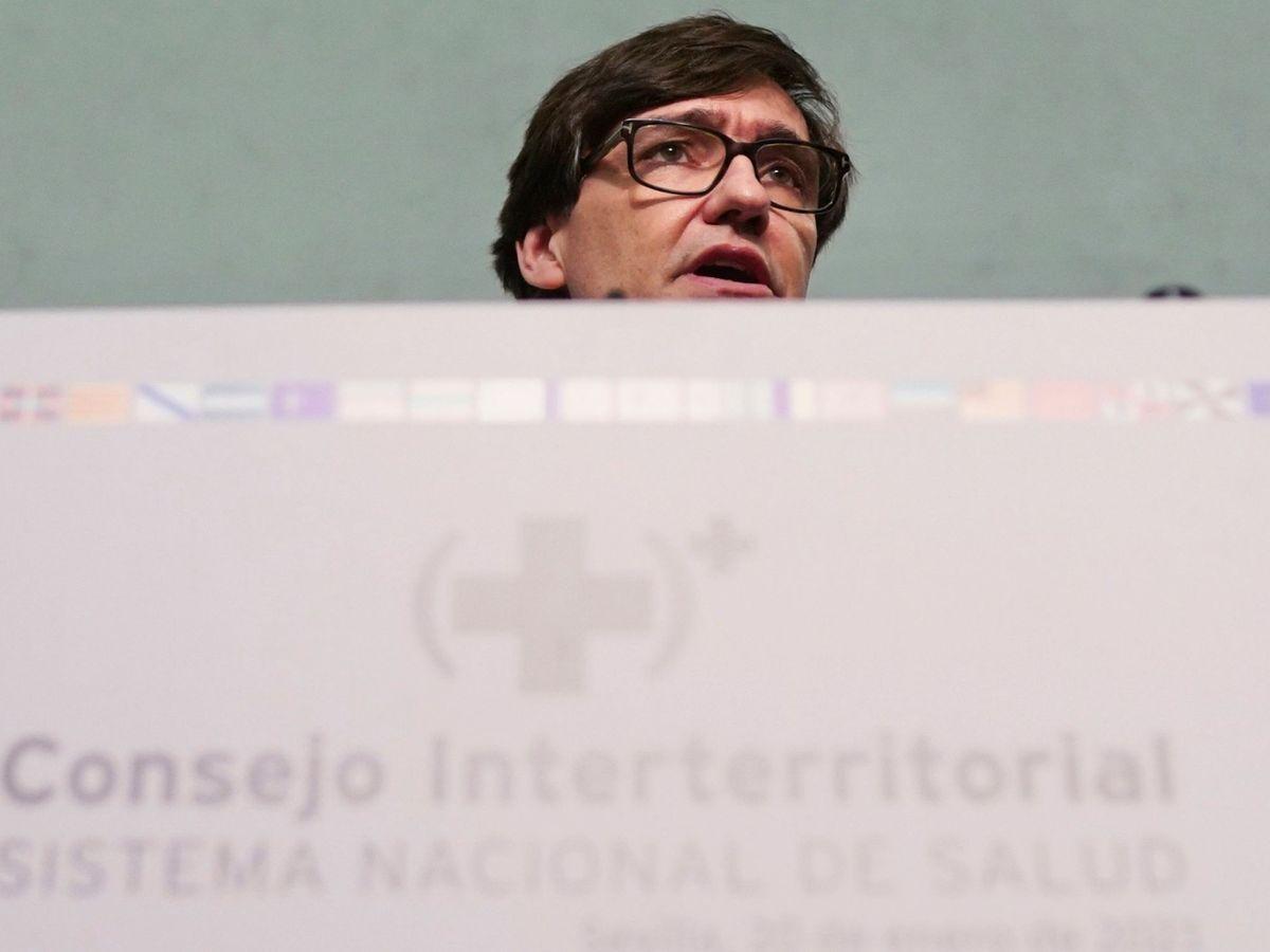 Foto: El ministro de Sanidad, Salvador Illa, durante la reunión del Consejo Interterritorial de Salud en Sevilla. (EFE)