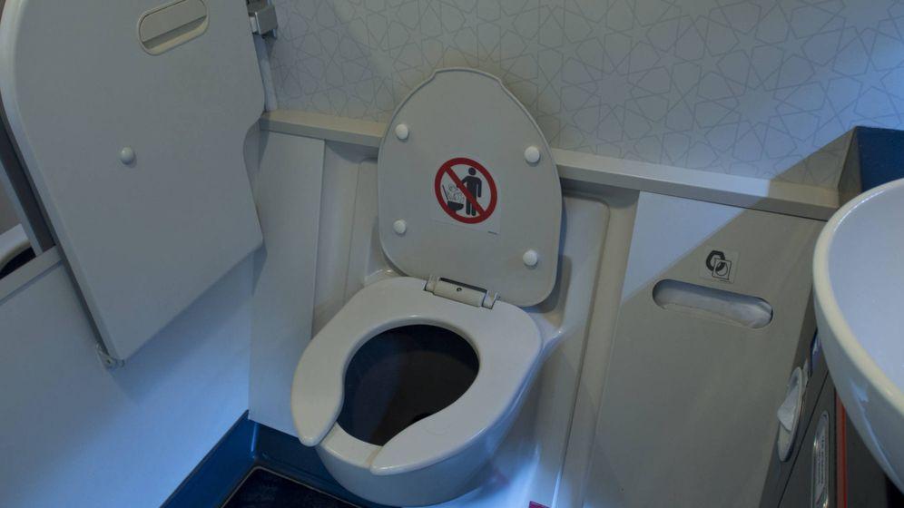 Foto: Baño del avión. (iStock)