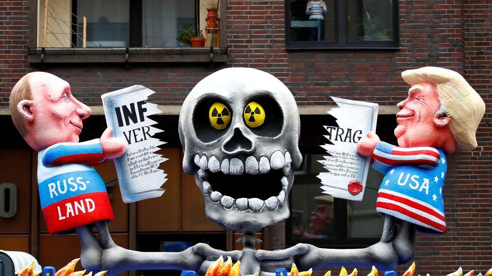 Foto: Carnaval en Dusseldorf, Alemania, representando las figuras de Vladimir Putin y Donald Trump. (Reuters)