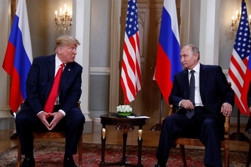 Foto: El presidente estadounidense Donald Trump se encuentra con el ruso Vladímir Putin en Helsinki. (Reuters)