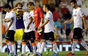 El Valencia vuelve a caminar bajo la tormenta tras la debacle europea