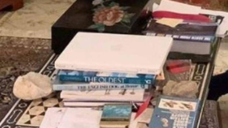 Libros sobre la mesa. (IG)