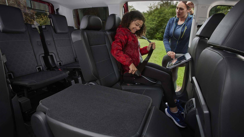 Tres filas de asientos con independencia de la longitud de carrocería elegida. Y las filas 2 y 3 pueden plegarse, abatirse o extraerse del habitáculo.