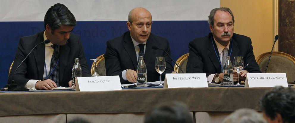 El ministro de Educación, José Ignacio Wert (c), clausura la conferencia anual de la AEDE. (EFE)