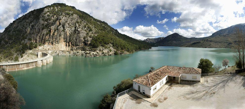Foto: Panorámica del pantano del Quiebrajano, en la Cuenca del Guadalquivir (EFE)