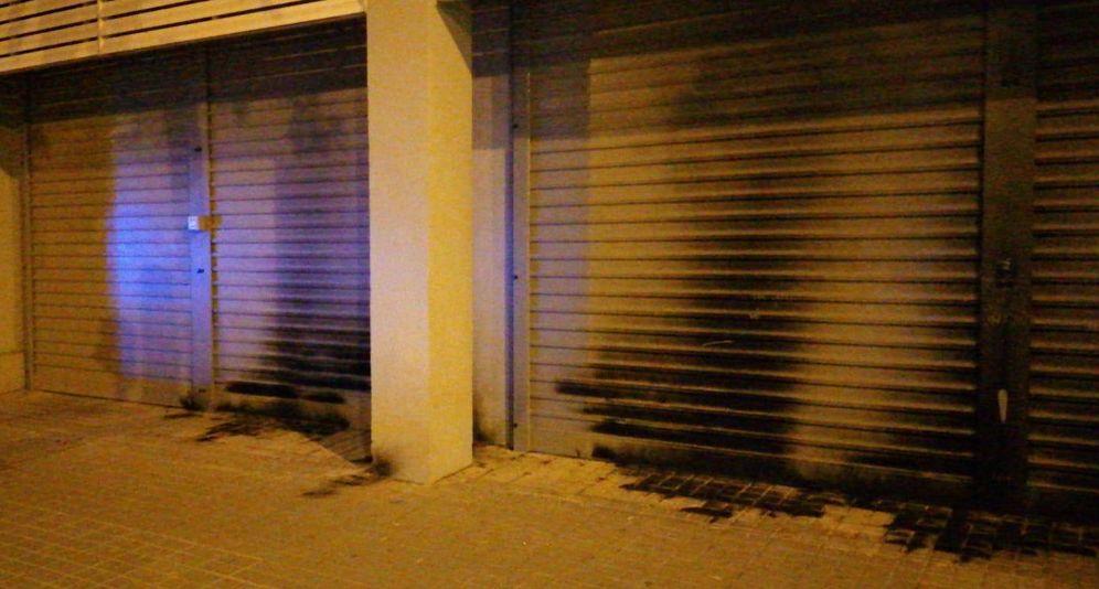 Foto: Sede quemada del PSC en Barcelona. (Twitter)
