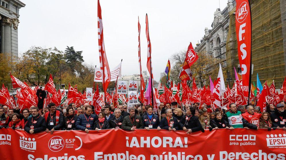 Foto: Manifestación de UGT y CCOO por el empleo público. (EFE)