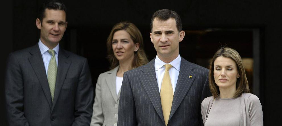 Foto: Fotografía de archivo de la infanta Cristina, Iñaki Urdangarin y los Reyes. (Reuters)