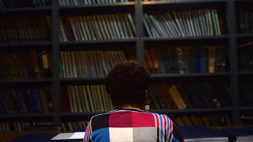Foto: Una mujer en una biblioteca. (EFE)