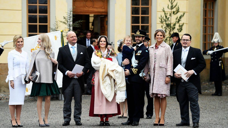 Carolina Pihl, Sara Hellqvist, Thomas de Toledo Sommerlath, la princesa Sofía de Suecia, el príncipe Gabriel, el príncipe Carlos Felipe, el príncipe Alejandro, la princesa Magdalena y Oscar Kylberg. (Foto: EFE)